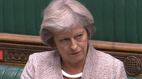 Ex-Premier Theresa May führt die Kritiker innerhalb der Konservativen gegen den Kurs Boris Johnsons an.