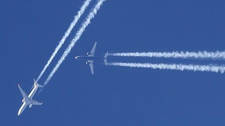 Am Himmel über Europa geht es normalerweise so eng zu, dass pro Flug im Schnitt 42 Kilometer Umweg geflogen werden.