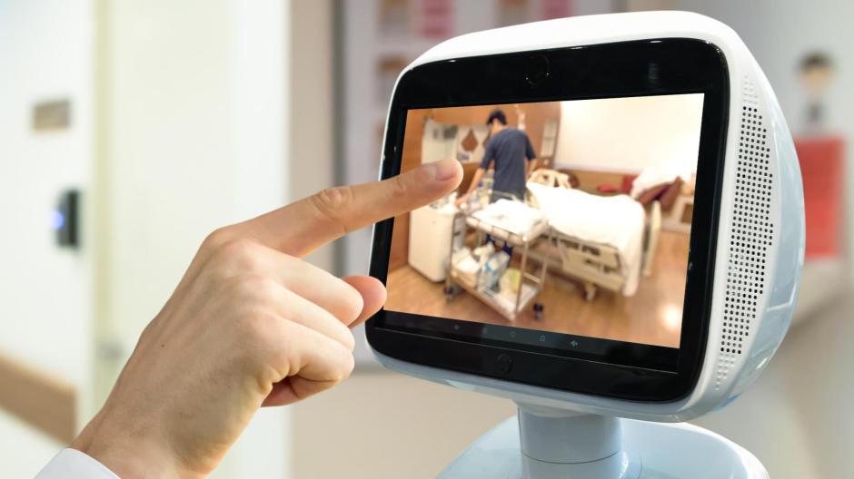 Personal in der Pflege ist schwer zu bekommen - Roboter kann man kaufen.
