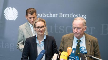 Die Fraktionsvorsitzendender AfD im Bundestag, Alice Weidel und Alexander Gauland. Der Mann im Hintergrund: Christian Lüth.