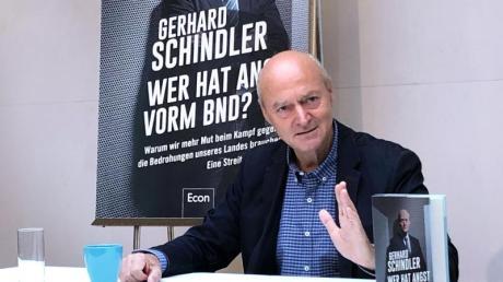 Gerhard Schindler, früherer Präsident des Bundesnachrichtendienstes, stellt sein Buch «Wer hat Angst vorm BND?» in Berlin vor.