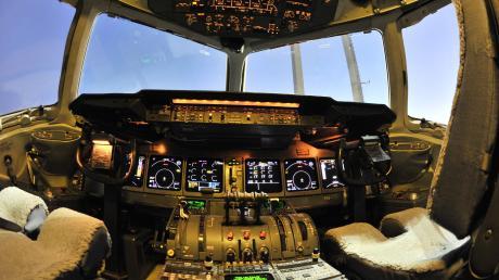 Kein Bedarf an neuen Piloten: Die Lufthansa will sich von mindestens 100 Flugzeugen trennen (hier ein Jet in Frankfurt) und auch von einem Großteil ihrer Flugschüler.
