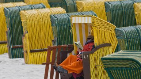 Strandkörbe im Seebad Binz auf Rügen.
