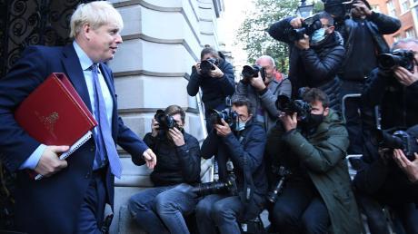 Boris Johnson, Premierminister von Großbritannien, nach einer Kabinettssitzung. Was ist Show im Ringen um den Brexit?