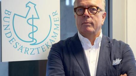 Klaus Reinhardt, Präsident der Bundesärztekammer, zweifelt am Nutzen von Alltagsmasken.