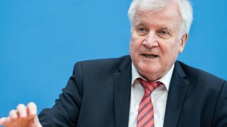 Plant nun doch höhere Hürden für die Umwandlung von Miet- in Eigentumswohnungen: undesbauminister Horst Seehofer.
