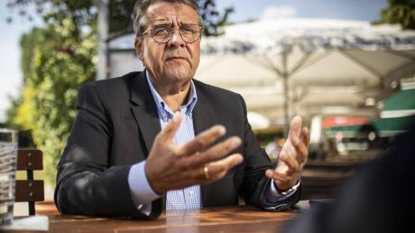Sigmar Gabriel, SPD, ist früherer Außenminister und Chef der Atlantik-Brücke. Er blickt angespannt auf die Wahl in den USA