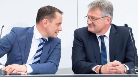 Tino Chrupalla (L) und Jörg Meuthen bei einer Veranstaltung Ende 2019 in Braunschweig.