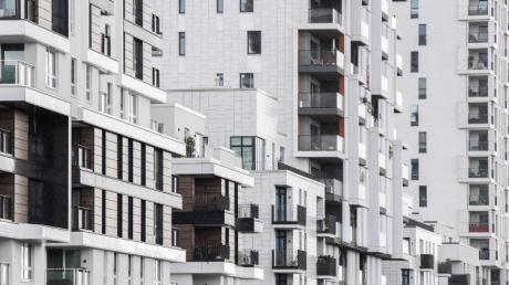 Teure Mieten und hohe Wohnungspreise machen vielen Verbrauchern in Deutschland schwer zu schaffen.
