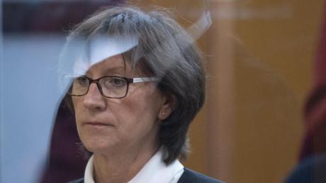Irmgard Braun-Lübcke, Ehefrau des ermordeten Kasseler Regierungspräsidenten Lübcke, tritt in den Zeugenstand.