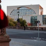 Das Kanzleramt in Berlin: Schon nächsten Dienstag, früher als ursprünglich geplant, wollen Kanzlerin Merkel und die Ministerpräsidenten über weitere Corona-Maßnahmen beraten