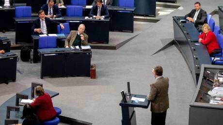 Michael Grosse-Brömer am Rednerpult rechnet im Bundestag mit der AfD-Fraktion ab.