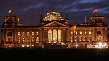 Die Bundestagsvizepräsidenten Claudia Roth und Wolfgang Kubicki lehnen eine Verschärfung der Sicherheitsvorkehrungen für das Berliner Reichtstagsgebäude ab.