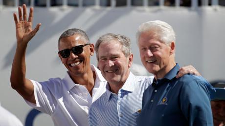 Die ehemaligenUS-Präsidenten Barack Obama, George Bush und Bill Clinton wollen sich im TV gegen Corona impfen lassen, um US-Bürger zu überzeugen.