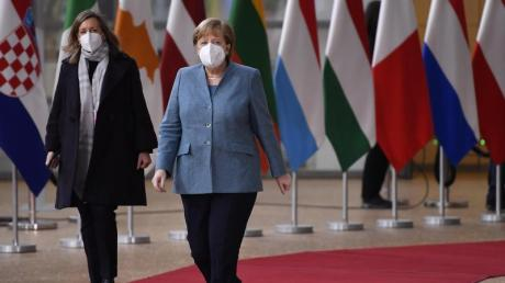 Bundeskanzlerin Angela Merkel  bei ihrer Ankunft im Gebäude des Europäischen Rates.