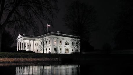Um Präsident Donald Trump im Weißen Haus wird es einsam. Immer mehr politische Freunde und Unterstützer kündigen ihm die Freundschaft auf.