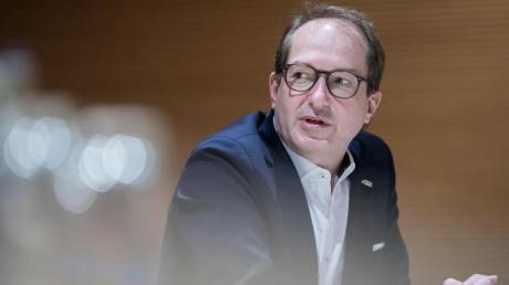"""""""Die Bundestagsfraktion hat bei der Findung des Kanzlerkandidaten der Union ein natürliches Mitspracherecht"""", sagte Dobrindt gegenüber unserer Redaktion."""