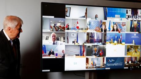 Bundesinnenminister Horst Seehofer bei einem virtuellen Treffen mit den europäischen Justiz- und Innenministern.