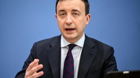 Paul Ziemiak (CDU)spricht bei einer Pressekonferenz.