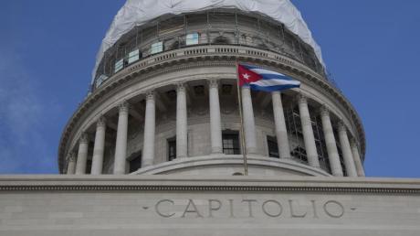 Die Kuppel des kubanischen Kapitols in Havanna. Kurz vor dem Ende von Präsident Trumps Amtszeit hat seine Regierung Kuba wieder auf die US-Terrorliste gesetzt.