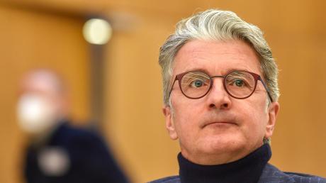 Weist die gegen ihn erhobenen Vorwürfe entschieden zurück: Ex-Audi-Chef Rupert Stadler sagte am Dienstag vor dem Landgericht München aus. Er muss sich mit drei weiteren Angeklagten wegen des Abgas-Skandals verantworten.