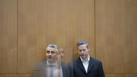 Der Hauptangeklagte Stephan Ernst neben seinem Verteidiger Mustafa Kaplan im Gerichtssaal des Oberlandesgerichts Frankfurt/Main.