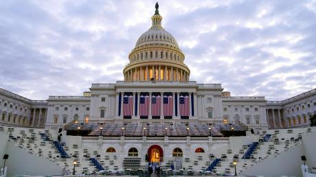 Die Vorbereitungen vor dem Kapitol sind weitgehend abgeschlossen. Hier werden der künftige US-Präsident Joe Biden und Vizepräsidentin Kamala Harris ihren Amtseid ablegen.