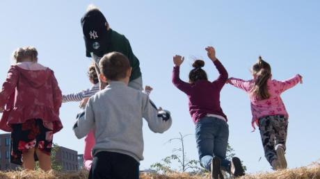 Die Bundesregierung will die Rechte von Kindern stärken und hat dafür eine Änderung des Grundgesetzes auf den Weg gebracht.