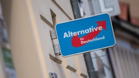 Nachdem die AfD kurzzeitig durch den Verfassungsschutz als Verdachtsfall eingestuft wurde, stellte die Partei beim Verwaltungsgericht in Köln Eilanträge - und bekam Recht.