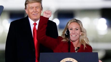 Vor genau einem Monat: Donald Trump machte als US-Präsident an der Seite der Verschwörungstheorien-Verbreiterin Marjorie Taylor Greene Wahlkampf bei der Stichwahl in Georgia.