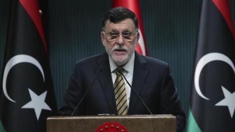 Libyens amtierender RegierungschefFajis al-Sarradsch ist offenbar bereit, die Macht an Übergangsministerpräsident Abdul Hamid Dbaiba sowie ein dreiköpfiges Präsidium abzugeben.