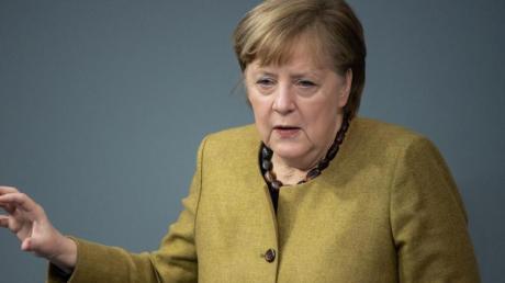 Bundeskanzlerin Angela Merkel nimmt im Bundestag Stellung zu den Ergebnissen der Bund-Länder-Runde.