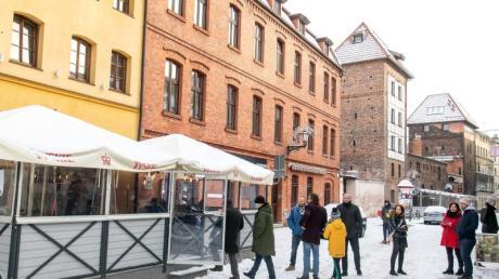 In Polen widersetzen sich zahlreiche Gastronomen den Corona-Verordnungen und öffnen für Gäste. So wie hier vor einem Restaurant in Torun.