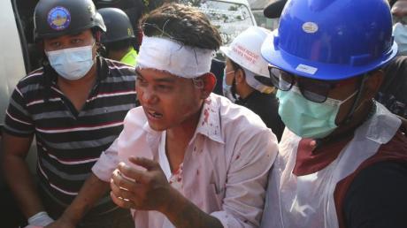 Gummigeschosse und scharfe Munition gegen friedliche Demonstranten: Berichten zufolge versucht die Militärjunta in Myanmar immer brutaler, die Proteste imLand niederzuschlagen.