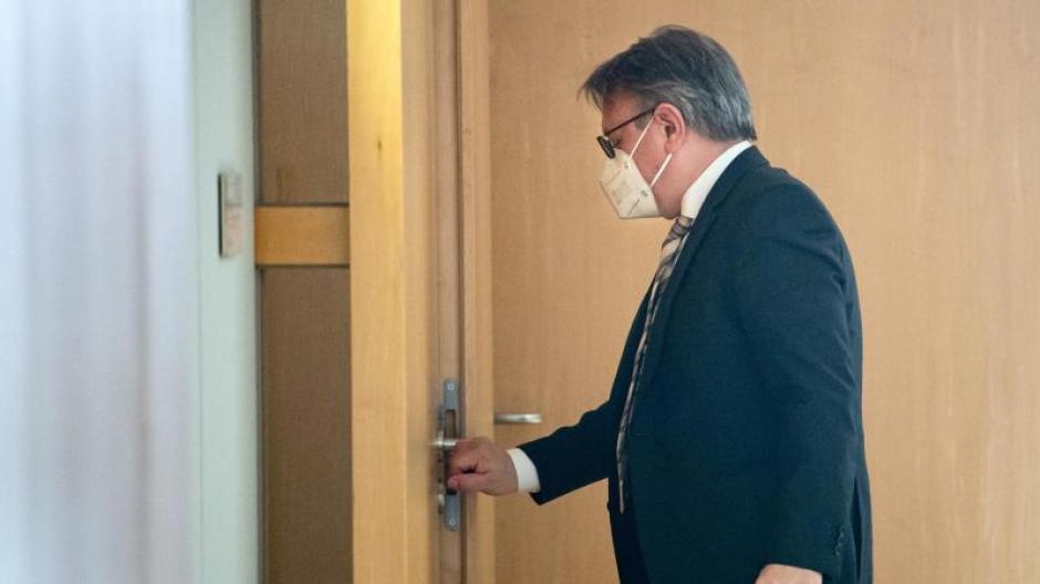 Der Bundestag hat die Immunität des CSU-Abgeordneten Georg Nüßlein aufgehoben. Er steht unter Verdacht der Bestechlichkeit und der Steuerhinterziehung.