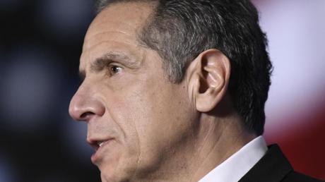 Gouverneur Andrew Cuomo wird mit Vorwürfen zu sexueller Belästigung konfrontiert.