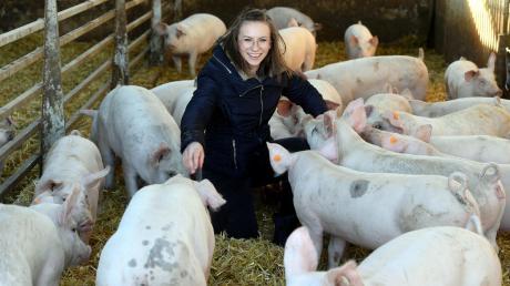 Dass es die Schweine auf ihrem Hof gut haben, ist Landwirtin Katharina Röger wichtig. Sie sagt: Die Tiere sollen sich wohlfühlen. Doch am Ende ist klar, dass sie sterben müssen.