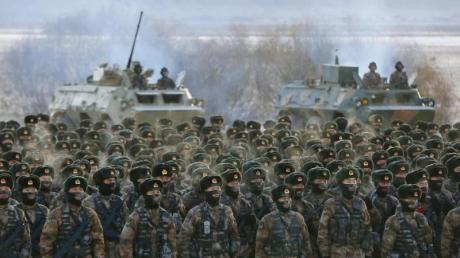 Chinesische Soldaten bei einer Übung bei minus 20 Grad Celsius im Uigurischen Autonomen Gebiet Xinjiang. China plant eine starke Erhöhung seines Militäretats.