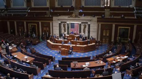 Das US-Repräsentantenhaus hat für einen nach George Floyd benannten Gesetzesentwurf gestimmt.