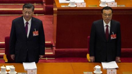 Chinas Präsident Xi Jinping (l) und Ministerpräsident Li Keqiang stellen ihre ambitionierten Ziele vor.