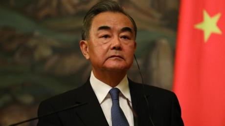 Chinas Außenminister Wang Yi verteidigte die umstrittene Wahlreform in Hongkong.