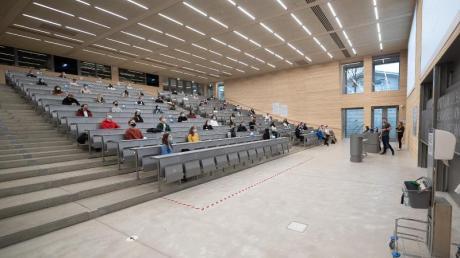Studieren mit Mund-und-Nase-Maske: So sah die Begrüßungsveranstaltung für Studenten der Universität Hohenheim aus.