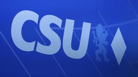 Das Logo der CSU auf einem Parteitag in Nürnberg.
