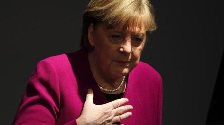 Wie Kanzlerin Merkel die Osterruhe gekippt hat, hat auch das Ausland aufhorchen lassen.
