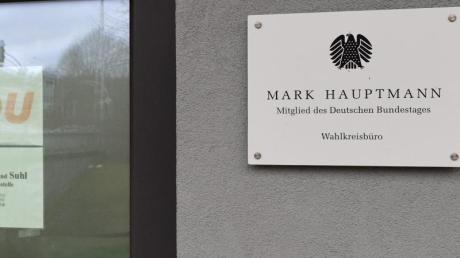 Büros des ehemaligen CDU-Bundestagsabgeordneten Mark Hauptmann und mehrere CDU-Kreisgeschäftsstellen in Südthüringen wurden durchsucht.