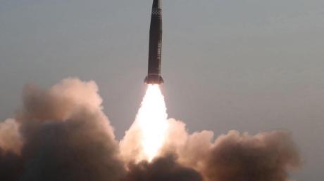 Nach Angaben Südkoreas und Japans hatte Nordkorea am Donnerstag zwei ballistische Kurzstreckenraketen im Osten des Landes in Richtung offenes Meer abgefeuert.