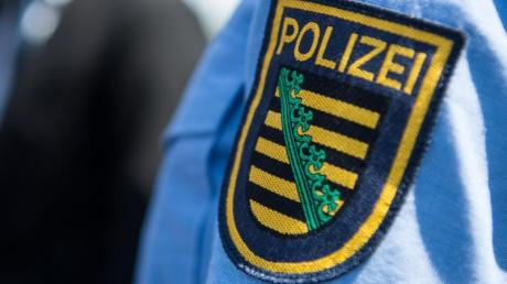 Ärmelabzeichen an einer Uniform der sächsischen Polizei.