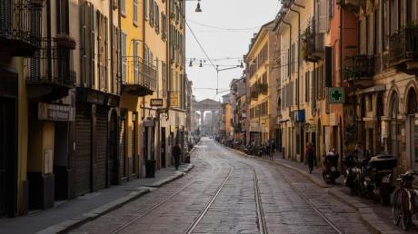 Eine fast menschenleere Straße im Stadtzentrum von Mailand. Italien steht wohl ein Ostern mit vielen Verboten bevor.
