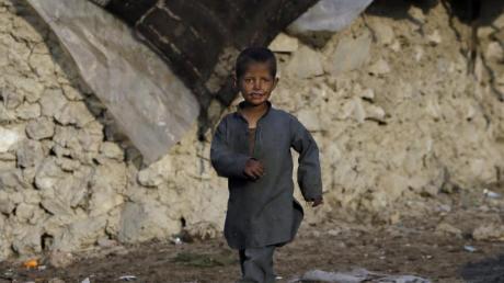 Viele Flüchtlinge in Afghanistan haben kein festes Dach über dem Kopf, sondern leben in behelfsmäßigen Zelten (Archiv).