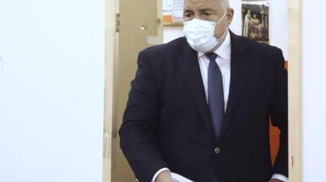 Ministerpräsident Boiko Borissow in einem Wahllokal in Bankja.